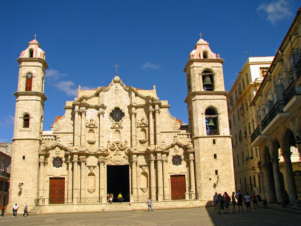 Cathedral Square - Dream Holiday in Cuba