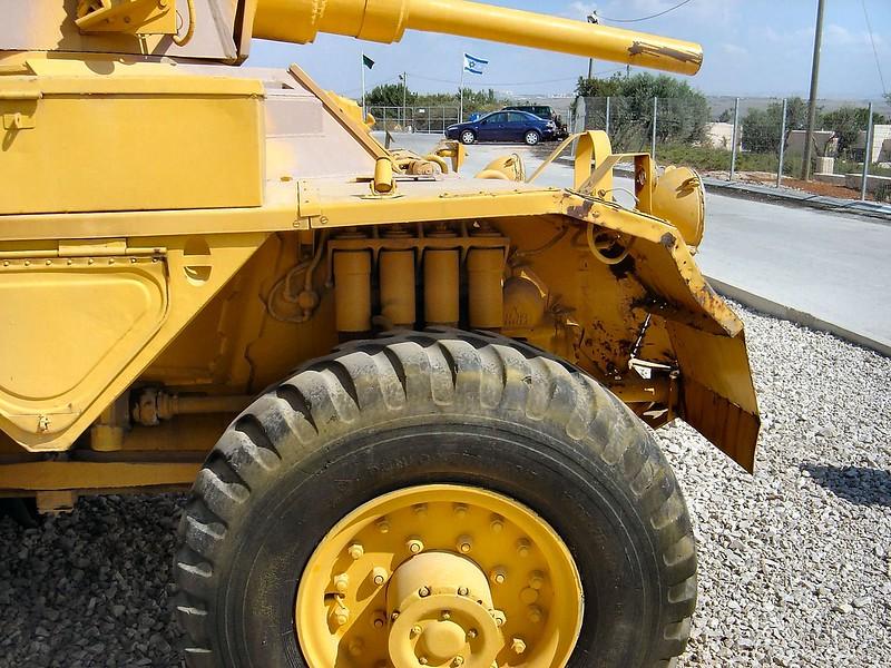 装甲車サラディン5