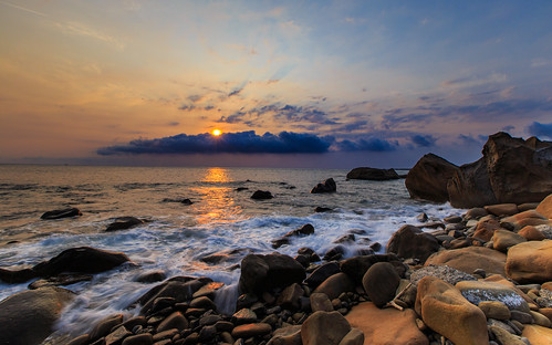 sunset taiwan 夕陽 台灣 海岸 日落 6d 浪 浪花 岩石 雲彩 海灘 屏東縣 ef1635mm 夕彩 枋山鄉 456k