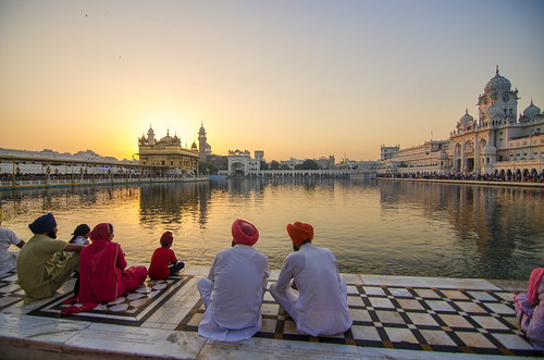 morning travel india architecture sunrise spectacular religious amazing peace peaceful devotion sikh tradition goodmorning amritsar gurudwara cultural goldentemple traveler travelphotography frash harimandir peacefulsoul incradibleindia