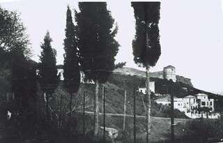 VITET '30, DURRES, KULLA E BARUTIT DHE LEGATA ITALIANE. FOTO NGA OBORRI I KISHES SE SHEN GJERGJIT.