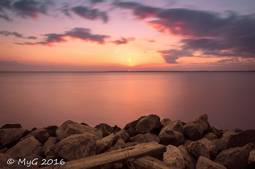 myg landscape longexposure bay florida clouds rocks red rouge nikon nikkor18105 nd1000 2016 niceville colors ciel sky sun sunset serenity art eau emotion 30seconds empty enjoy nature nightscape imagination infinity dream d90 image trolled imagetrolled mygphotographiewixsitecommyg2017