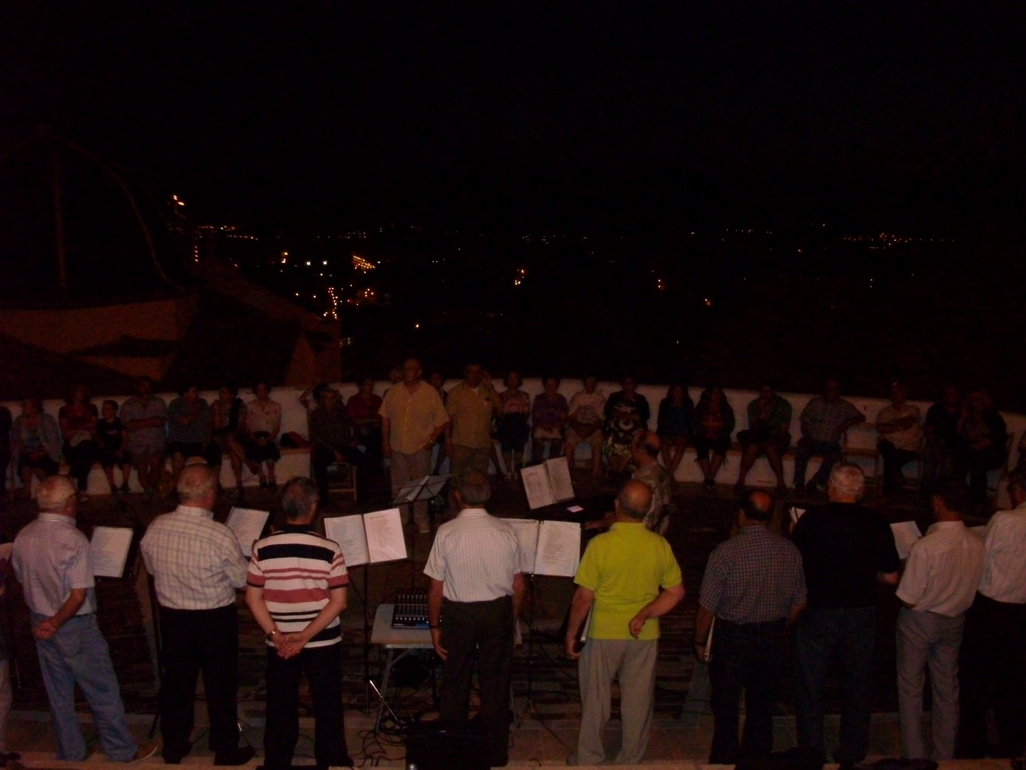 (2012-06-15) - III Serenata Los Marchosos - José Vicente Romero Ripoll (01)