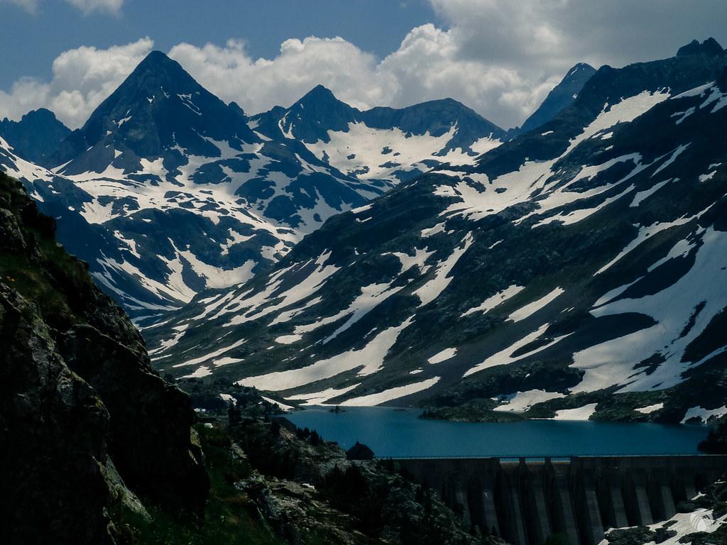 La presa y las cumbres desde otra perspectiva