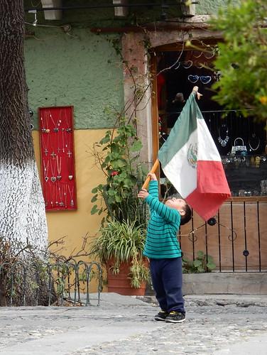 Guanajuato - Plaza de San Fernandi - met vlag