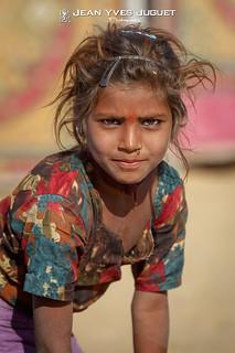 Gamine Gypsy à Pushkar (Rajasthan - Inde) - Gypsy girl in Pushkar (Rajasthan - India)