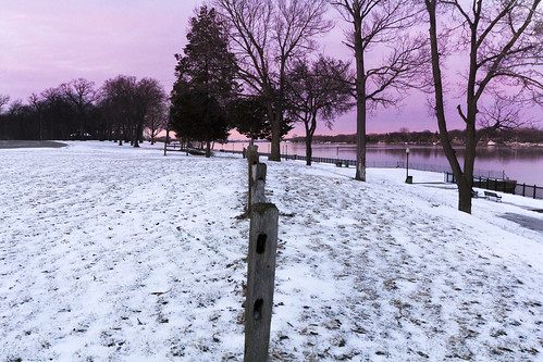 park sunset usa snow canon fence river dusk michigan wideangle detroitriver metrodetroit sigma1020 60d