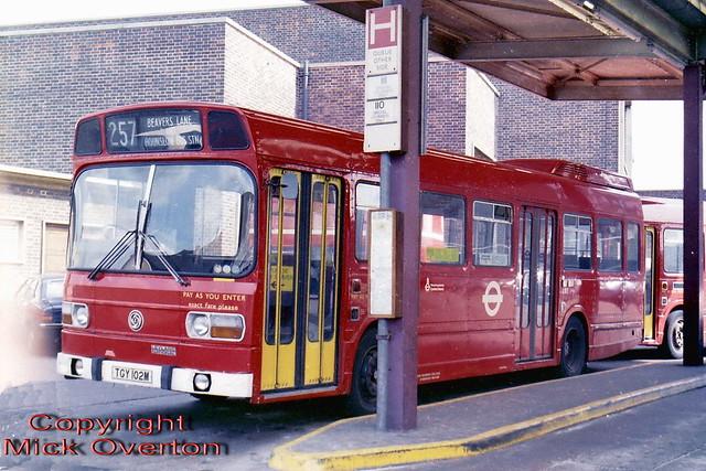 LS2 TGY102M route 257 Hounslow August 1982