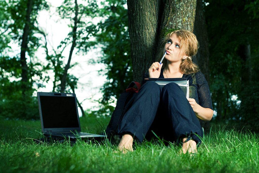 women working on laptop photo