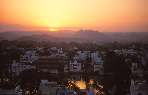 sunset india rajasthan udaipur