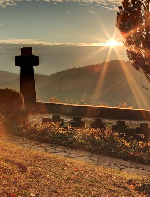 Sonnenuntergang über dem Soldatenfriedhof bei Alf a.d.Mosel