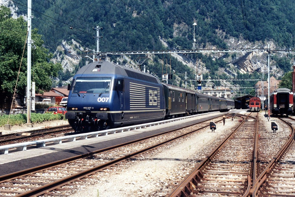 465 007-3 (BLS) te Interlaken-West op 18-7-1995 (SCAN)
