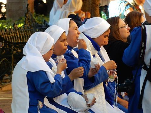 San Miguel de Allende - nonnen eten ijsje