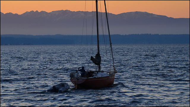Sailboat leaving Edmonds