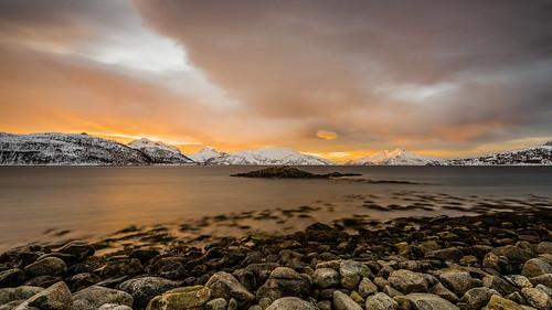 sea beach ha solnedgang fjæra sjø arcticlight yttersia lyfjorden skulsfjorden arktisklys