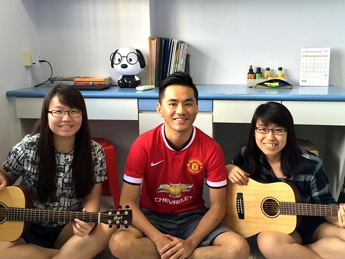 Group guitar lessons Singapore Gladys Liang Yin