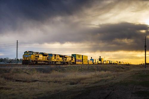 railroad train sunrise railway trains unionpacific wyoming railfan railroads intermodal doublestack railfanning overlandroute gees44ac geac4400cw emdsd70ace emdsd70m wyomingrailroads wyomingtrains