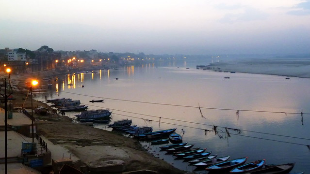 India - Uttar Pradesh - Varanasi - Riverside In Morning Light - 859