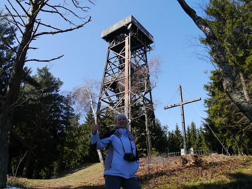 trees woman alps girl female austria österreich cross kreuz summit alpen frau ursula bäume niederösterreich autriche gipfel loweraustria buckligewelt viewingtower aussichtswarte hutwisch hochneukirchen kernstockwarte