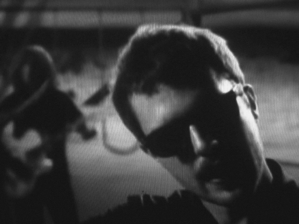 Black&White Screenshot - The Killers - Bones