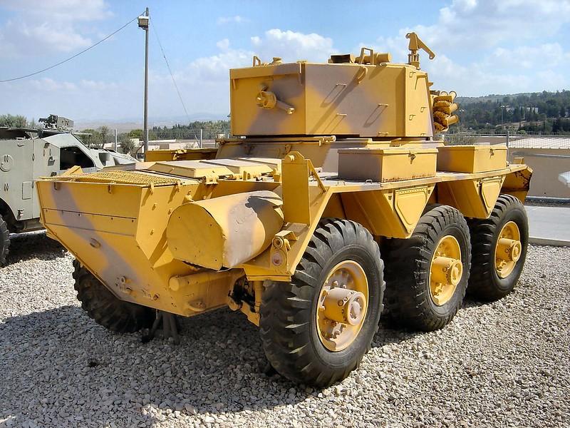 装甲車サラディン7
