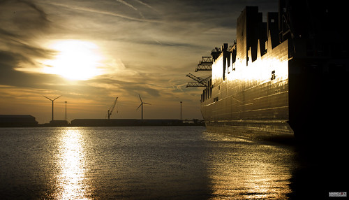 liverpool docks gold g4 sunsets sunsetlight acl atlanticstar seaforthdocks atlanticcontainerline seaforthcontainerterminal peelports shipporn