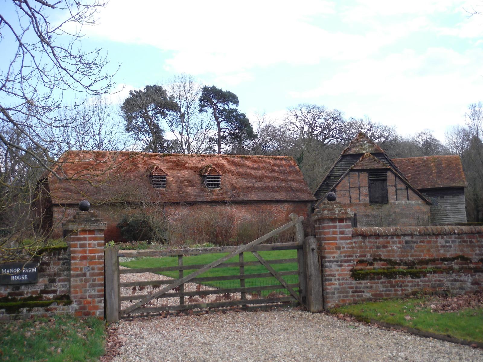 Manor Farm House, Bucklebury SWC Walk 117 Aldermaston to Woolhampton (via Stanford Dingley)