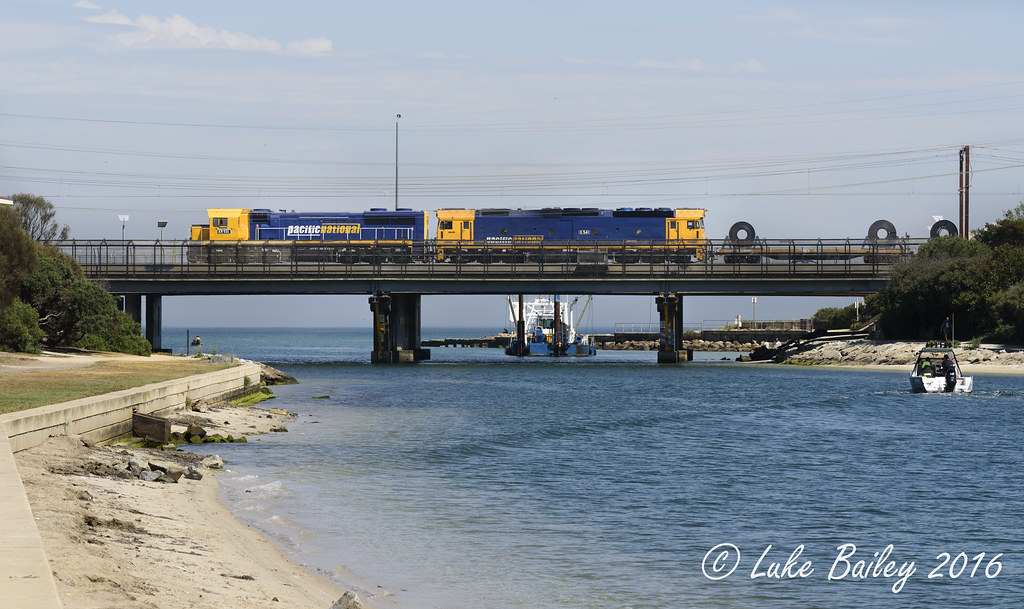 XR551-G541 with #9553 down Long Island goods at Carrum by Luke's Rail Gallery