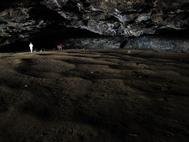 Maniniholo cave
