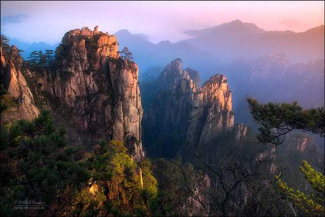 Morning in the mountains of Huangshan… by Michail Vorobyev http://ift.tt/1LoW6Vt