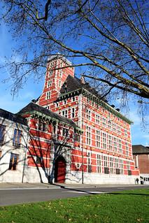 Red building | by ajlesdra