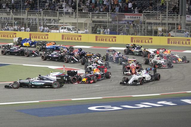 F1 race - Ricciardo wing sparking