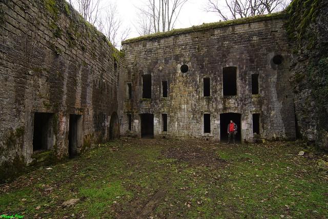 Vue du batiment principal du Fort Rolland d'Arguel