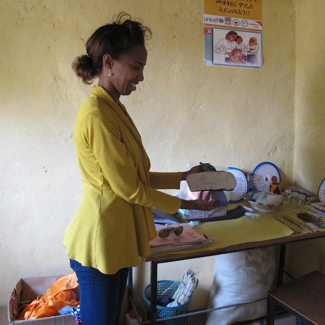 Une éthiopienne montrant une protection hygiénique