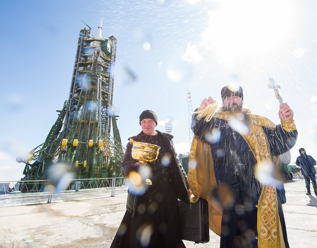 Expedition 47 Soyuz Blessing (NHQ201603170003)