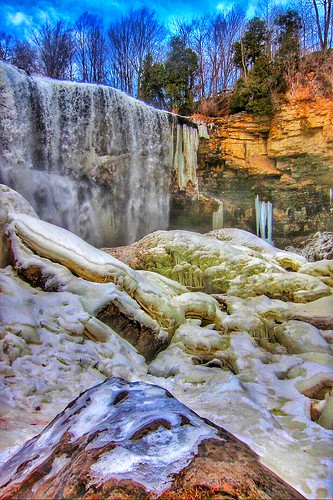 winter ontario canada heritage ice creek frozen footbridge bruce hamilton conservation scene niagara falls cobblestone trail waterfalls area fisher hart gorge spencer attraction hikingtrail escarpment on flamborough webster's onasill