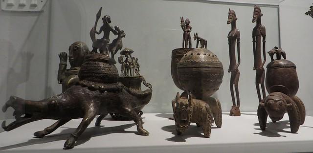 Divers récipients pour tabac ou médicaments, musée de Santa Cruz, Tolède, Castille-La Manche, Espagne.