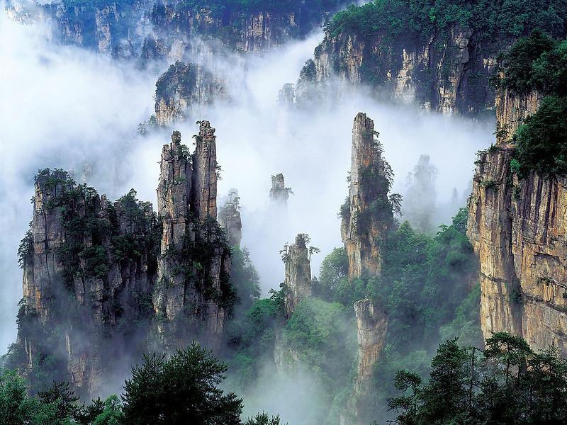 Tianzi Mountains in Zhangjiajie, China [1024x768]