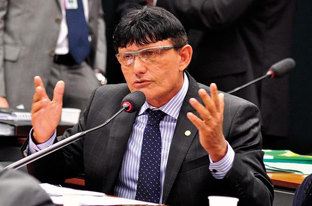 Deputado bolsonarista do Pará recebe reembolso de R$ 50 mil só com combustível
