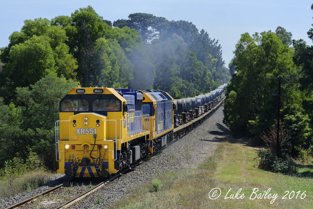 XR551-G541 with #9553 down Long Island goods at Somerville by Luke's Rail Gallery