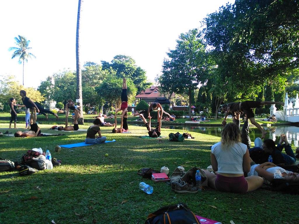 Acrayoga in het park