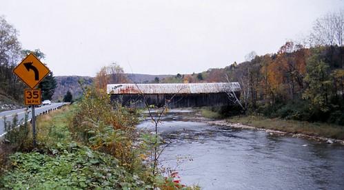 bridge vermont coveredbridge ottauquecheeriver woodstockvermont vermontcoveredbridge pratttrusswitharch