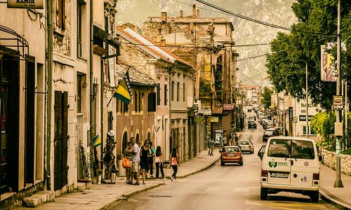 Busy-Mostar-street_DSC2875