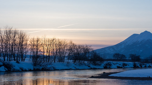 blue sunset sky orange white mountain snow japan zeiss river sony aomori hirosaki planar tsugaru a65