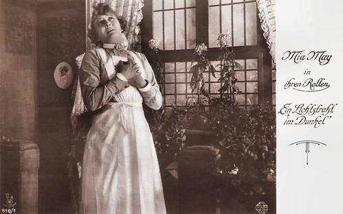 Mia May in Ein Lichtstrahl im Dunkel (1917)