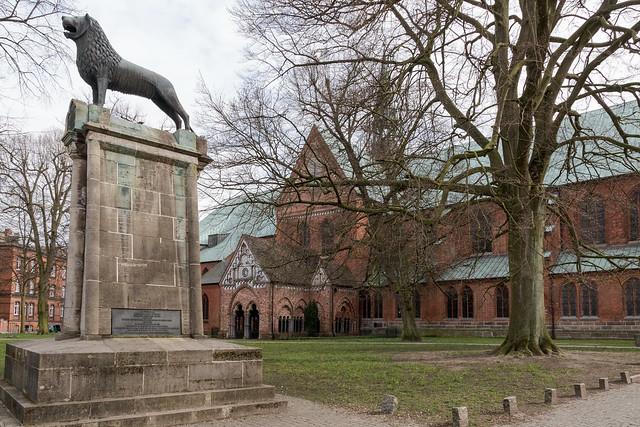 Lübeck: Braunschweiger Löwe auf dem Domkirchhof - Brunswick Lion at the Churchyard of the romanesque Cathedral