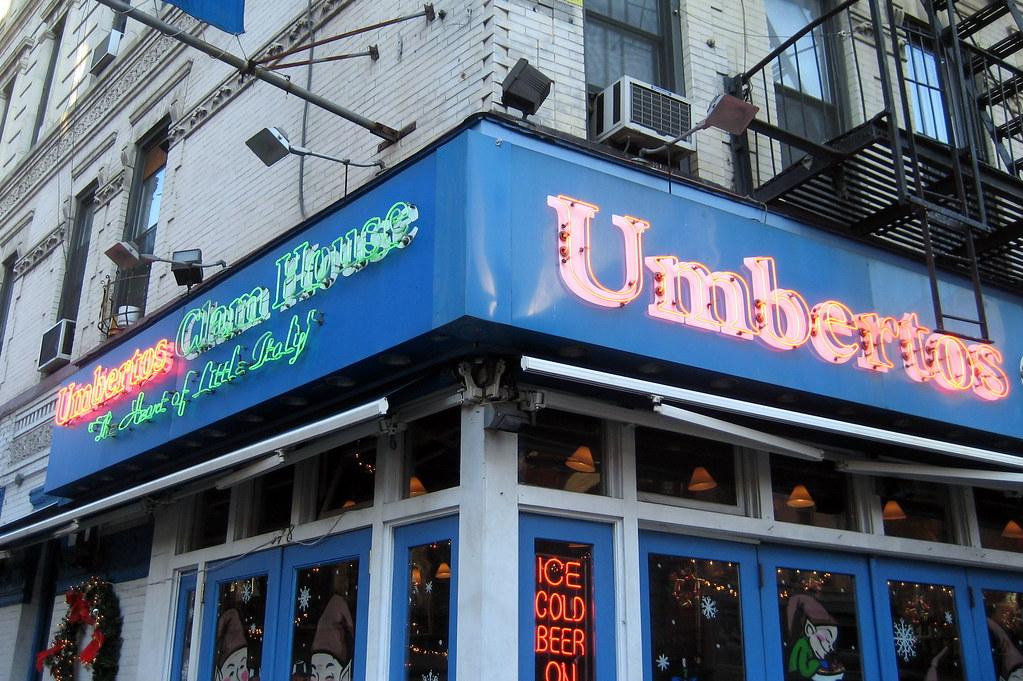 NYC - Little Italy: Umbertos C...