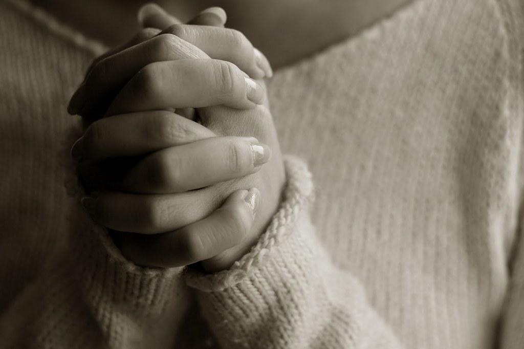 Praying woman hands | Praying woman hands | Long Thiên | Flickr