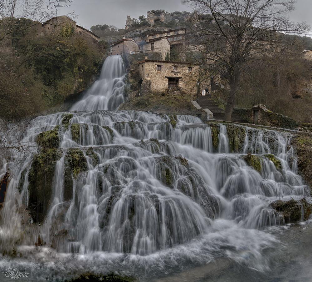 Curiosos pueblos de España situados en lugares sorprendentes 26259730666_298f2babcb_b
