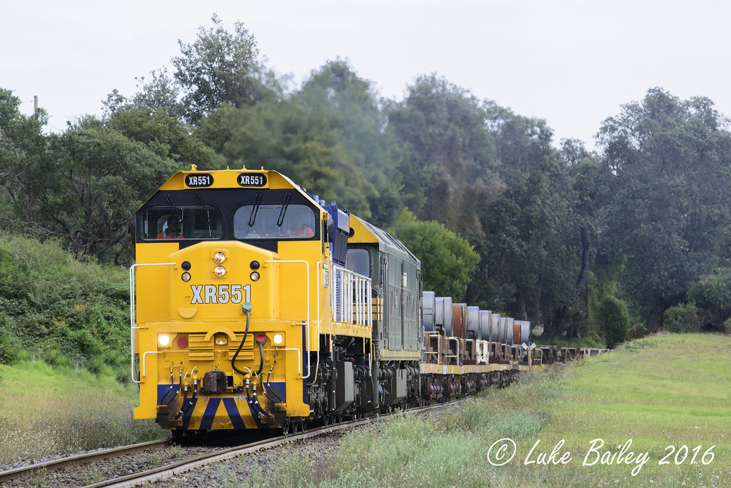 XR551-G528 with #9553 down Long Island goods near Frankston by Luke's Rail Gallery